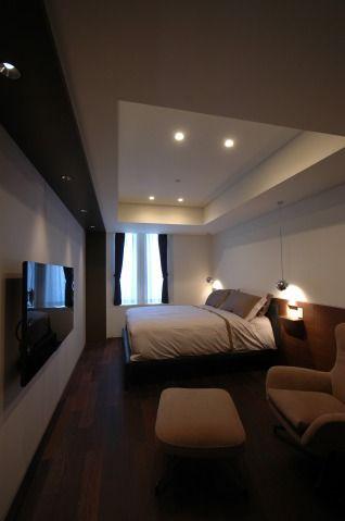高級マンションリノベーション_南平台N邸:カガミ・デザインリフォーム 主寝室 コンパクトながら、ベッドとラウンジコーナー、テレビスペースを設けた主寝室