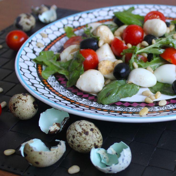 Салат с моцареллой и кедровыми орешками