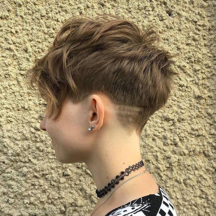 10 besten kurzen Frisuren, die Sie versuchen können!