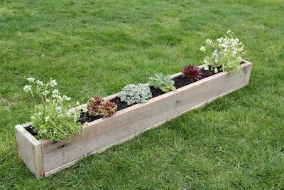 I am definately doing this...maybe for my porch...I'm thinking herbs and spices...maybe some pansies in the winter. :) Randomnest: Pallet Planter 2