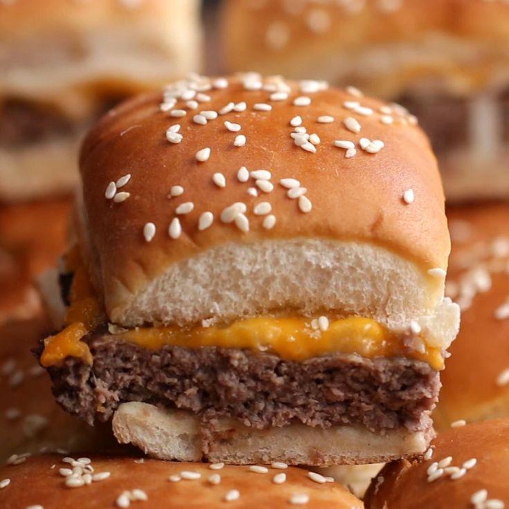 Folgendes benötigen Sie: Rinderhackfleisch, Salz, Pfeffer, Knoblauchpulver, weiße Zwiebeln, …   – yummy meals