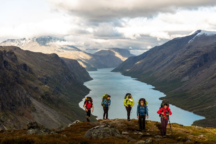 Walking among Jotunheimens beautiful fjords and mountains..  #Jotunheimen #Gjendetunga #Mountain #fjords #Helsport