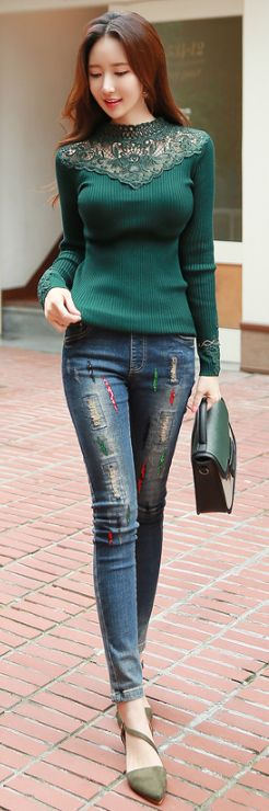 StyleOnme_Distressed Color Sequined Elastic Waist Skinny Jeans #koreanfashion #dailylook #casualwear #bluewash #jeans #sequin #chic #stylish #denim