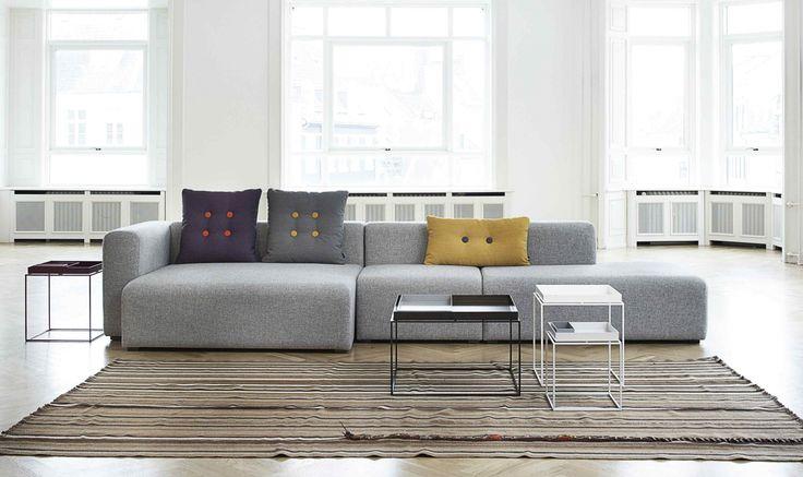 Mags Sofa en Tray tables van Hay