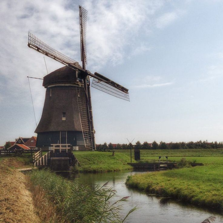 Biking in the Netherlands - Biker-friendly and flat, the Netherlands is a cyclists dream! Click here to find out more!