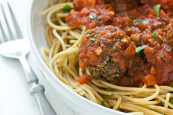 LOVE a good veggie remake and these Lentil Mushroom Meatballs look amazing! #vegetarian