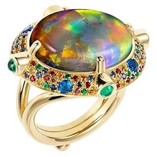 Ring from Temple St. Clair with an Australian Lightning Ridge black opal