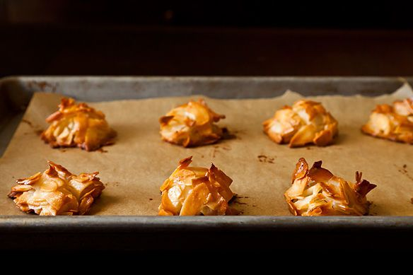 5 Handy Facts About Baking with Parchment Paper http://food52.com/blog/7724-5-handy-facts-about-baking-with-parchment-paper #Food52