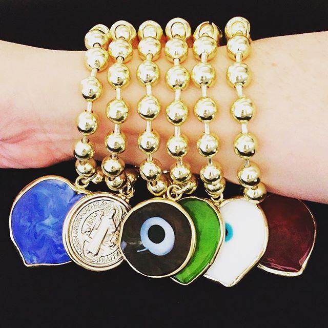Cadena militar de 8mm, bañada en oro 18k.  Piedras engastadas en oro 18k  #Bisutería #Joyas #Piedras #Engaste #PiedrasEngastadas #Orfebrería #DiseñoDeJoyas #Pulseras #Collares #Alambrismo