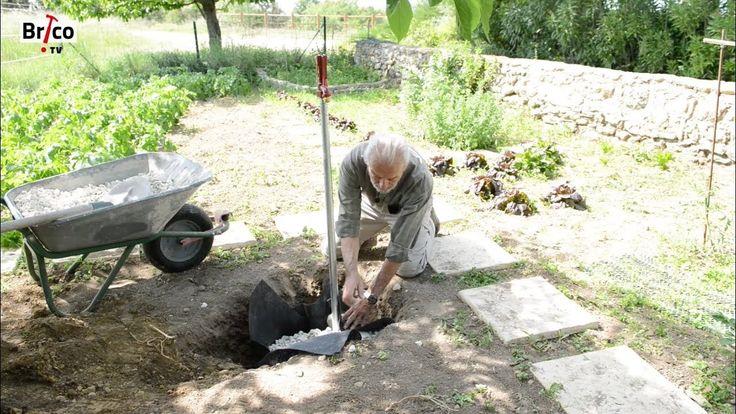 Installer un robinet antigel dans un jardin - Tuto brico pour poser un r...