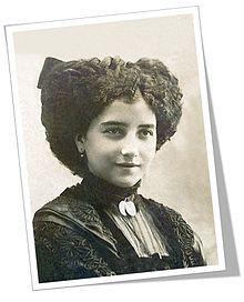 Leonor Izquierdo Cuevas  fue esposa, musa y efímera compañera del poeta Antonio Machado. Se casaron en 1909 y murió ella de tuberculosis tres años después, siendo enterrada en el cementerio del Espino de Soria.