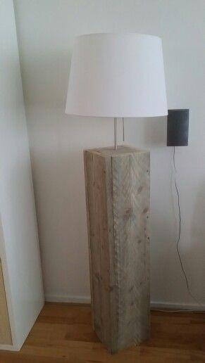 Geweldige staande lamp van steigerhout  Made with love by Veronica