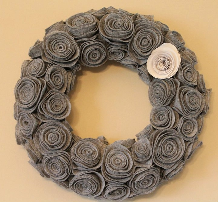 Kendal made this wreath for us with a pink flower with dark and light gray. Love it!