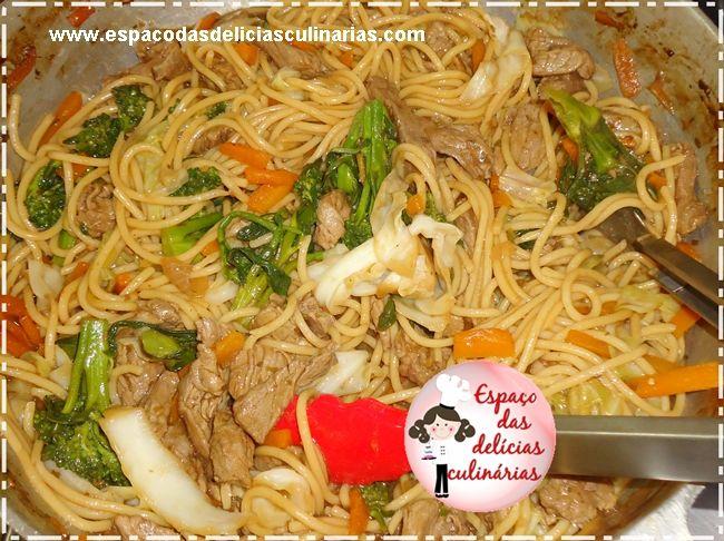 Espaço das delícias culinárias: Yakisoba de carne a minha moda (2)
