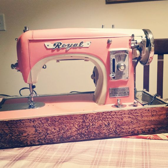 This mid-1900s sewing machine is seriously gorgeous! It ...
