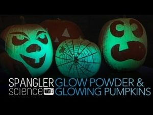 Glow in the Dark Powder - Zinc Sulfide with Mini Black Light | Steve Spangler Science