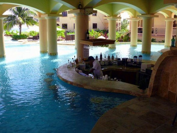 Coco Beach Resort, Belize I lovee swim upp bars!!