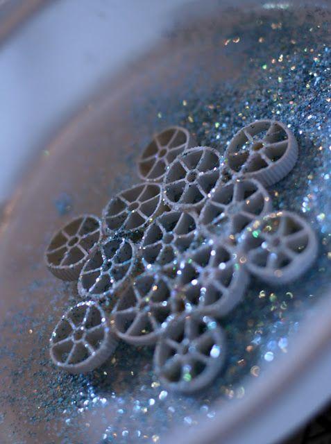 weelife: Pasta Snowflake Ornaments - I love when kid crafts look pretty.