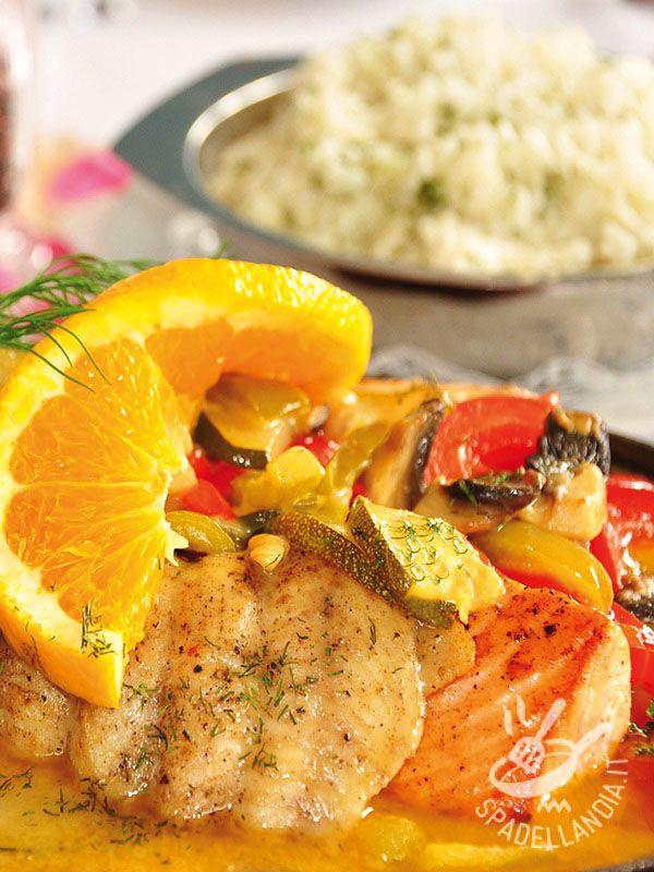Orange salmon with vegetables - Il Salmone all'arancia con verdure è un piatto semplice, gustoso e poco calorico. Con tutti i nutrienti del pesce, porta in tavola la genuinità! #salmoneallarancia