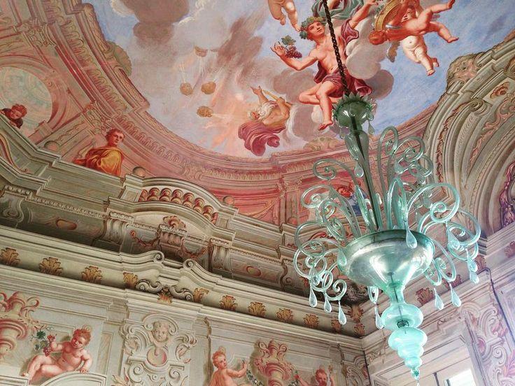 Treasures of Italy. Marvellous chandelier and frescoed ceiling at Villa Durazzo Santa Margherita Ligure #italianweddingvenue #villaweddings #baroquevillas #frescoes #villadurazzo #muranochandelier #weddingsinitaly #weddingplanner #siteinspection #italyweddings