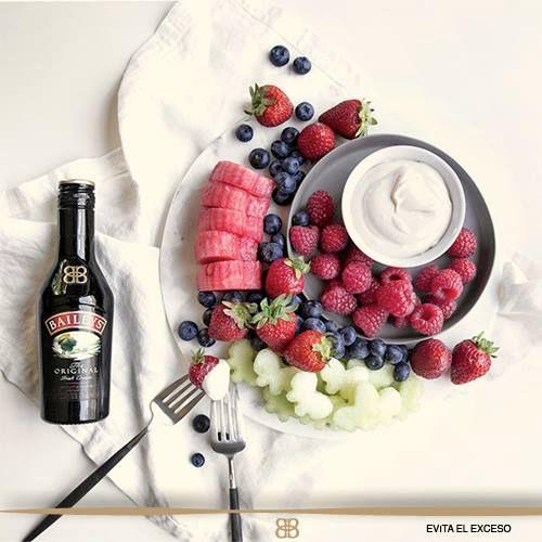 #RecetaBaileys Aprende a hacer un dip de Baileys y dale un toque diferente a tu fruta favorita.