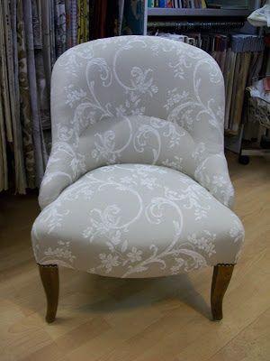 l 39 r alisation atelier voltaire pouf crapaud bridge chaise a crosse chauffeuse. Black Bedroom Furniture Sets. Home Design Ideas