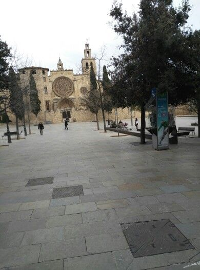 Plaza Monestir Sant Cugat · Barcelona