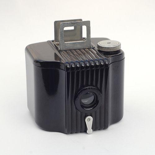 Kodak Baby Brownie, Art Decó, designed by Walter Dorwin Teague, 1934.