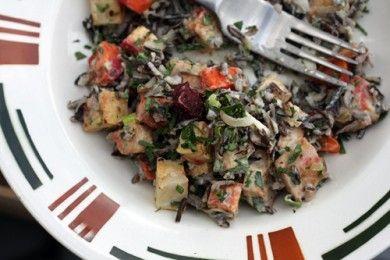 Салат из дикого риса под соусом тахини