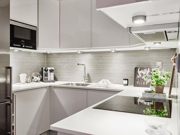 pour la dcoration de cette petite cuisine cest le blanc qui donne le - Plan Petite Cuisine En U