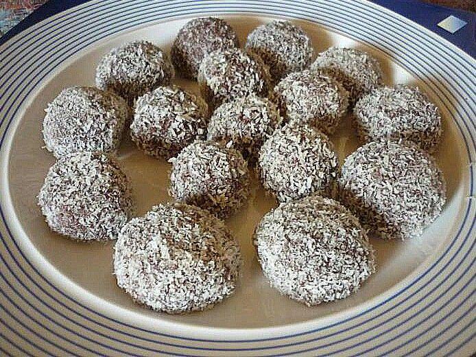 Cartofi din biscuiti cu cacao si nuca de cocos