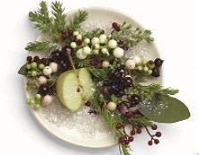 """""""Hedelmiä ja sitrusta"""" Valkolumimarja Hedelmiä & sitrusta Ensilumi tuo mukanaan talven iloa. Makeiden marjojen ja hedelmien tuoksu kuorrutettuna talven raikkaudella"""
