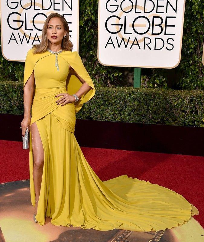 Złote Globy 2016: Jennifer Lopez w sukni Giambattista Valli, fot. East News