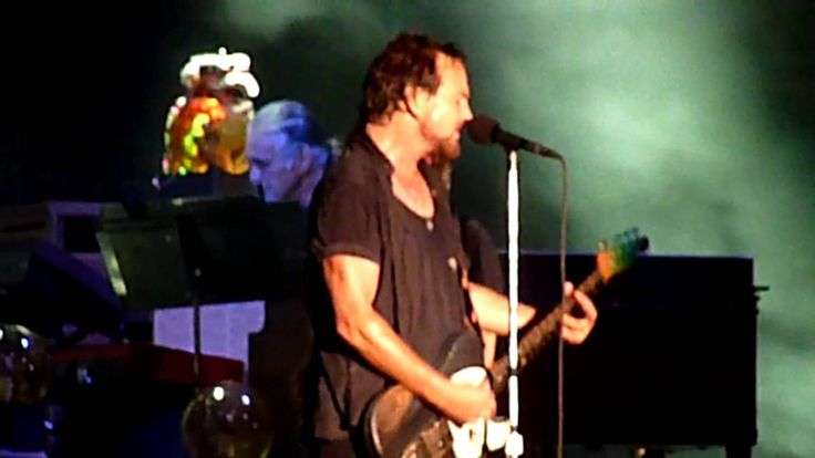PEARL JAM new song *LIGHTNING BOLT* live in Chicago @ Wrigley Field 7/19/2013 HD..can't wait for the album release!!!!