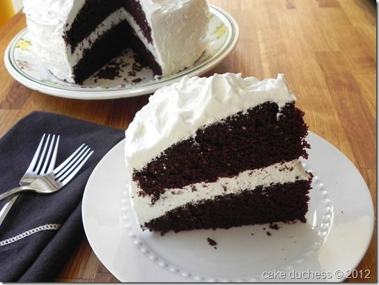 Hershey's Perfectly Chocolate Cake with Fluffy White Icing via @cakeduchess