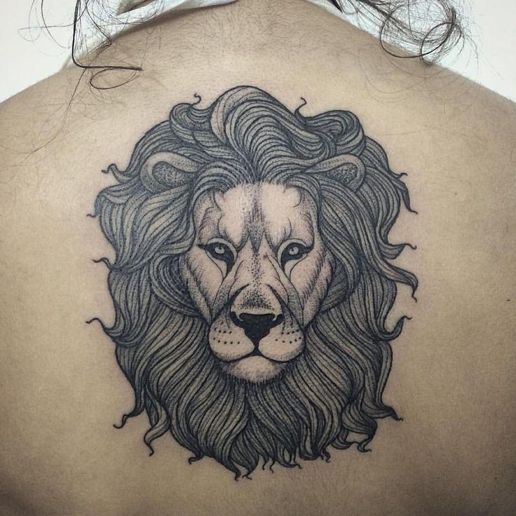 Leãozinho da Gabriela. Valeu pela confiança e desculpa pelo sofrimento, rs. Para orçamentos e agenda: 11 45624501 ✉️ senior@gellystatoo.com.br #tattoo #mikaschorr #gellystatoo #blackwork #lion #liontattoo #leao #dotwork