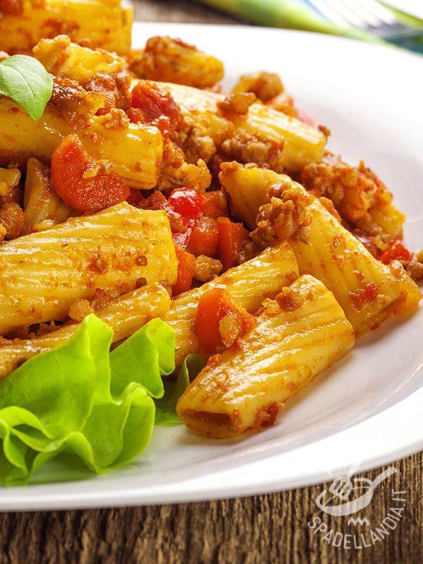 I Maccheroni strascicati sono un piatto tradizionale toscano e il loro nome deriva dal fatto che, una volta cotta, la pasta viene ripassata nel sugo.