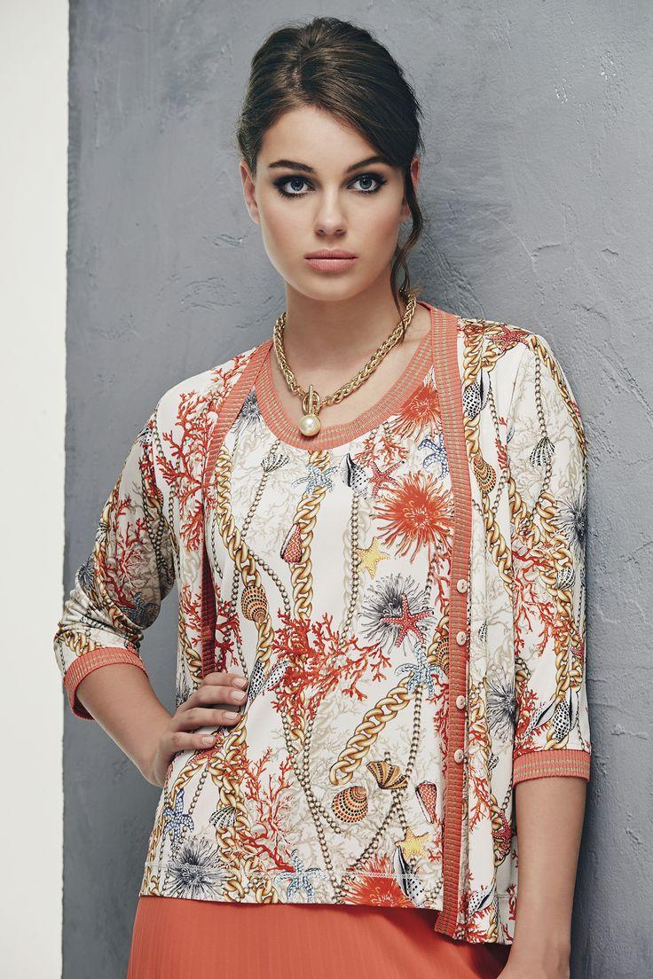 Gonna plissé soleil di voile corallo e twin set di jersey stampato a motivi marini in tinta www.donnedasogno.it