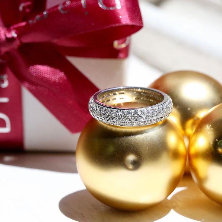 The perfect pave diamond ring // KL Diamonds