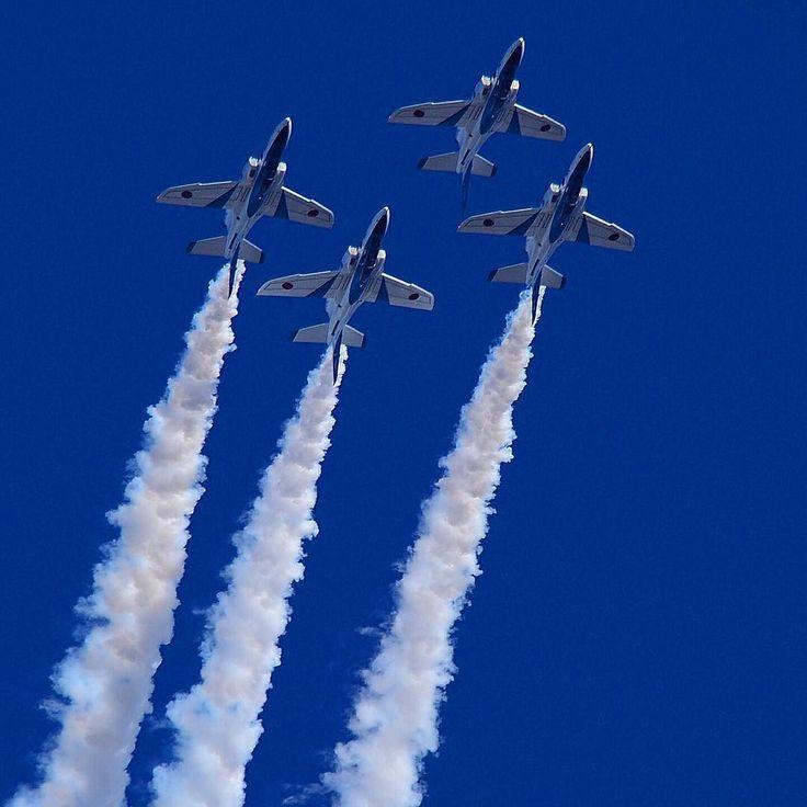 おはようございます 憂鬱な月曜日ですね 今週も頑張っていきましょう 父ちゃんお仕事行ってきます #blueimpulse#ブルーインパルス#t4#jasdf#ig_airplane_club #aviation #airplane_pics #nikond7000photography #nikonofficials #instagramaviation #instaaviation #aviationlovers #tokyocameraclub#入間基地#aviationphotography#megaplane by mittsu209