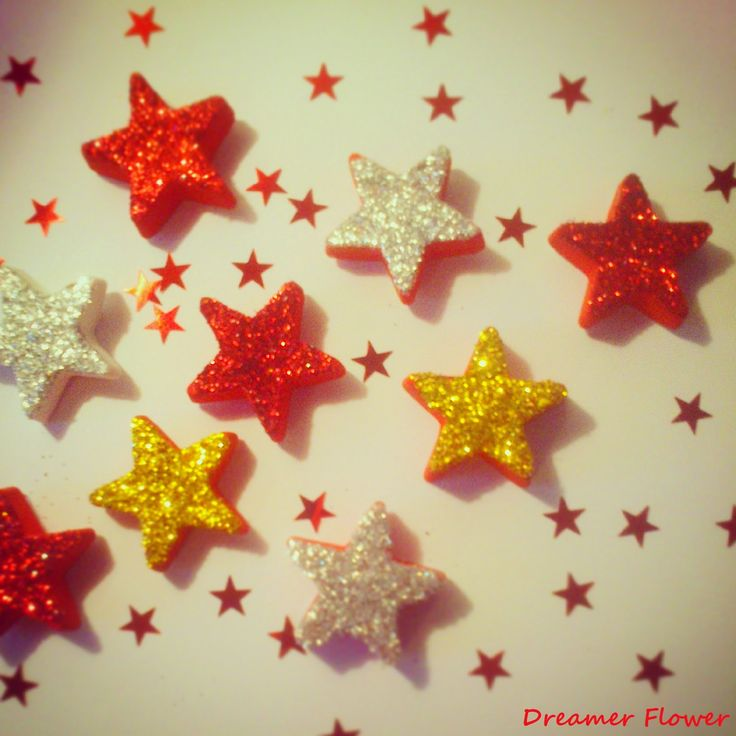 Calamite Stelle Glitterate in gesso, Stars Scented Plaster #Natale #Christmas http://deborahdreamerflower.blogspot.com/2014/11/calamite-stelle-glitterate.html