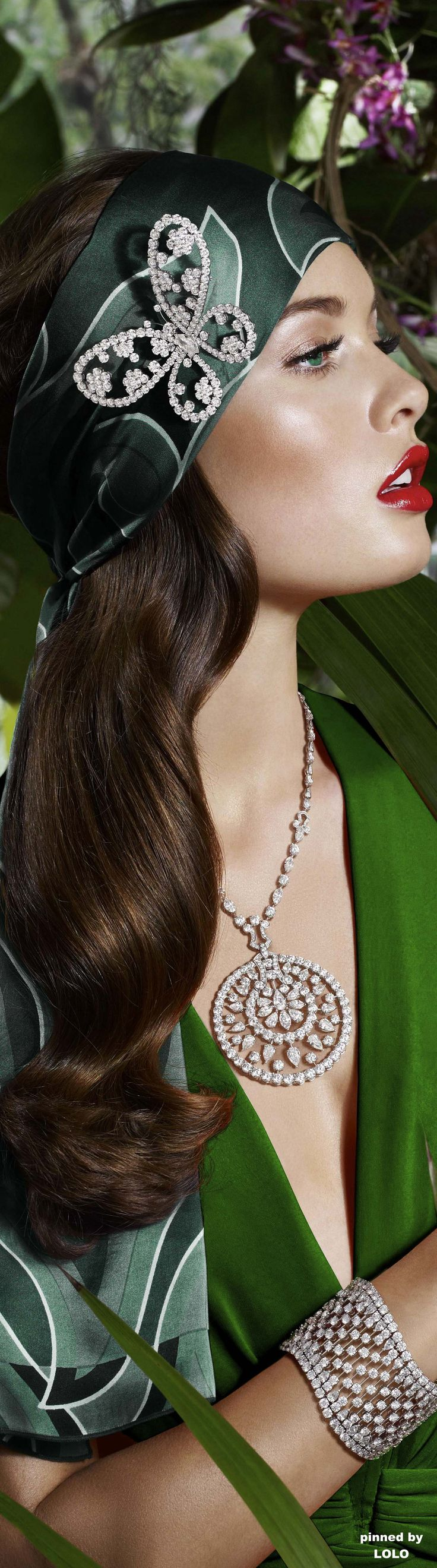 Sandrah Hellberg's wearing stunning diamonds jewels.