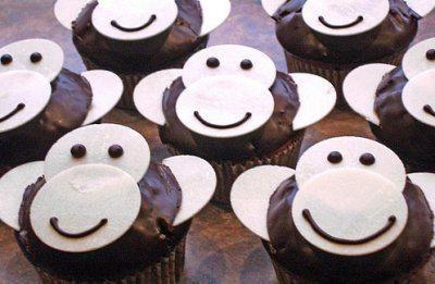 Das perfekte Affen-Muffins-Rezept mit Bild und einfacher Schritt-für-Schritt-Anleitung: Den Backofen auf 175°C vorheizen. Das Muffinsblech mit…