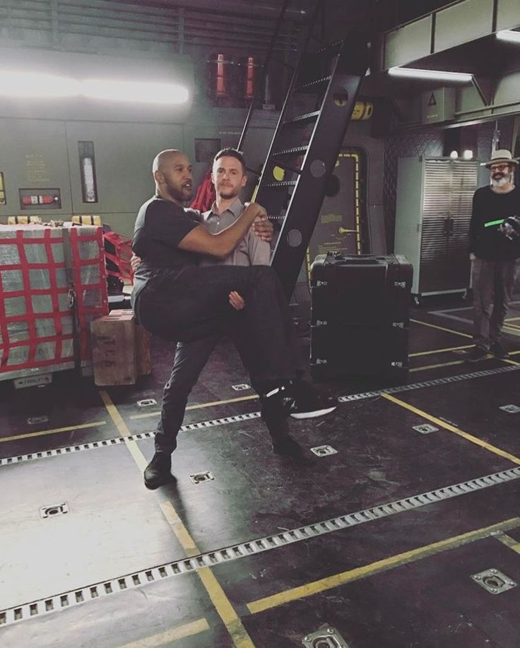 I cannot even..... Iain de Caestecker and Henry Simmons.