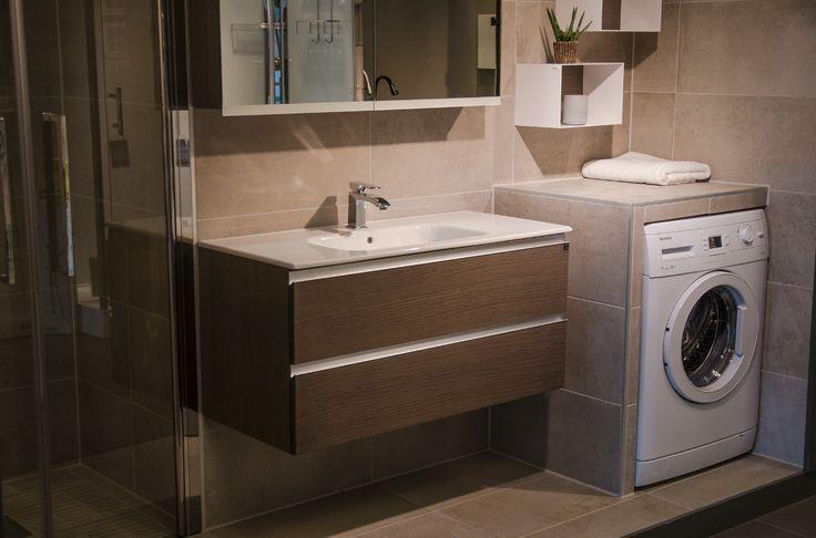 Smart løsning med innebygd vaskemaskin, eller hva? Dette er hentet fra en av våre mange flotte utstillinger. #flisekompaniet