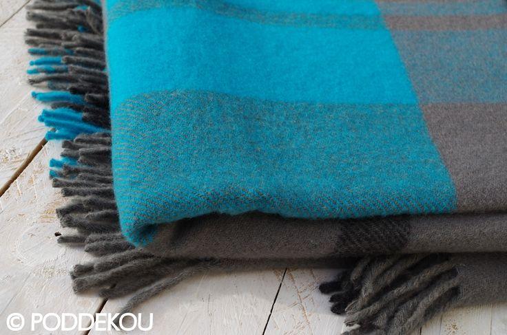 Vlnený prehoz sivo-tyrkysový so strapcami