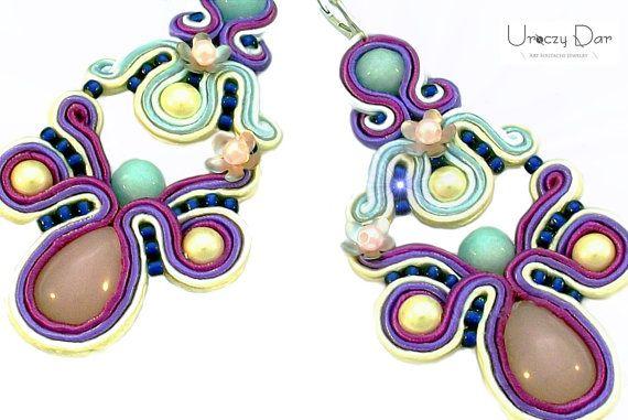 Flower earrings with jade stones