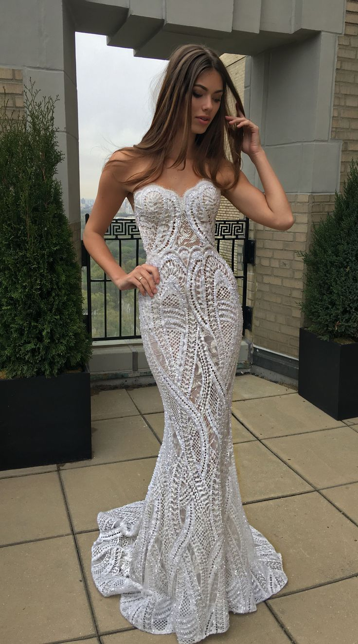Ultra-feminine and totally gorgeous - a bombshell wedding dress by @bertabridal