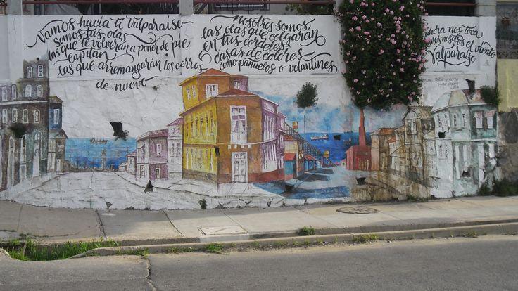Mural en la Avenida Alemania de Valparaíso, representando la Plazuela San Luis del Cerro Alegre.