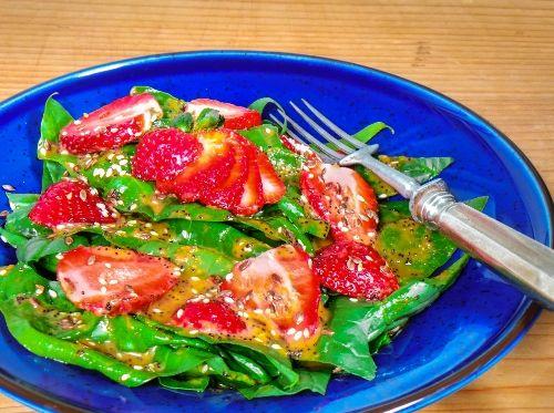 Sós epres saláta http://kertkonyha.blog.hu/2015/06/03/eper_es_spenot_salata
